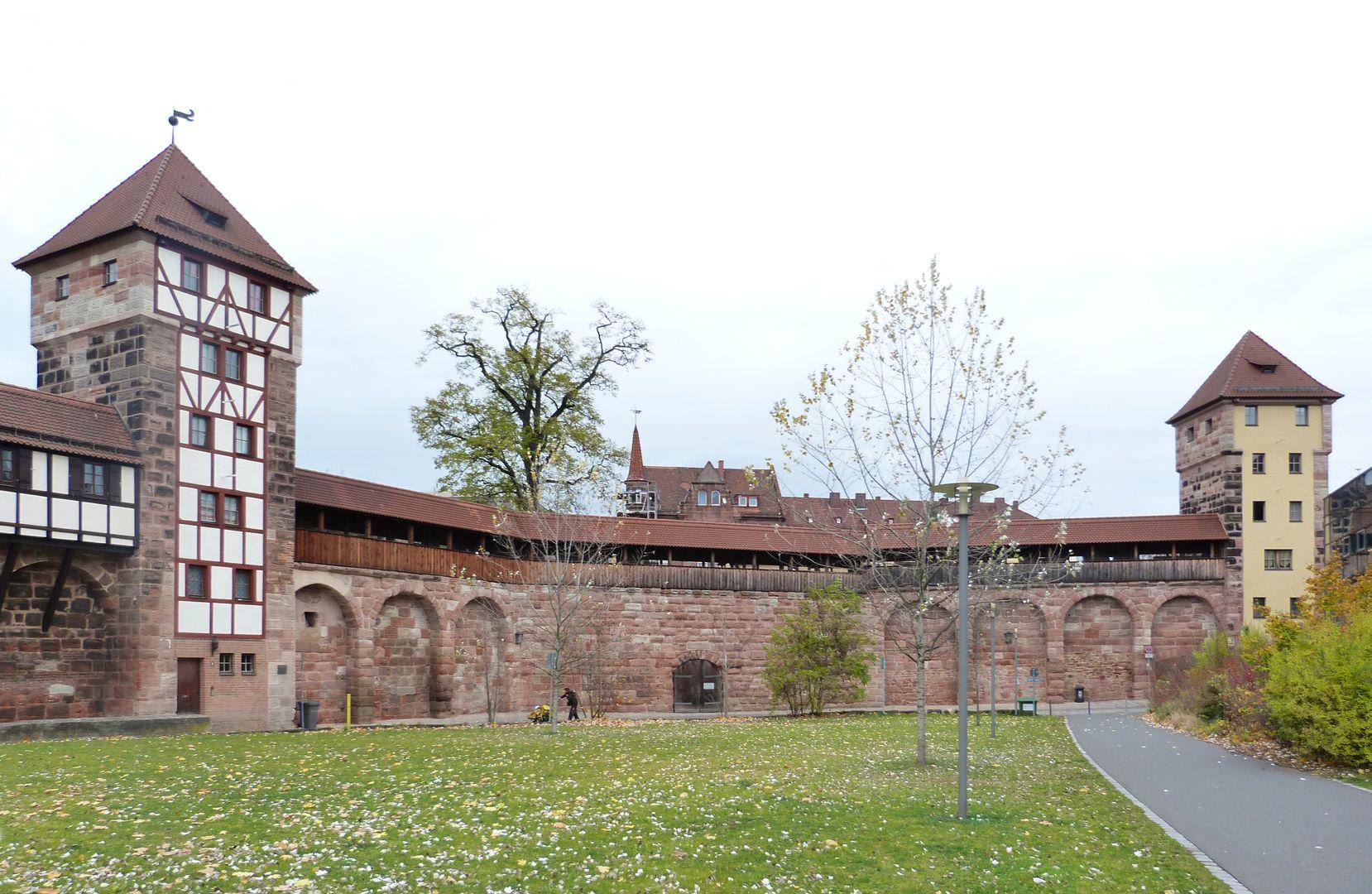 """Wehrturm (Schwarz H) Schwarz H und Schwarz I, dazwischen Eingang zur Rundbastei """"Backofen"""""""