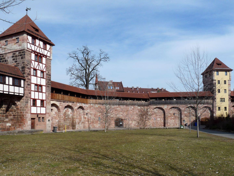 """Wehrturm (Schwarz I) Schwarz H und Schwarz I, dazwischen Eingang zur Rundbastei """"Backofen"""""""