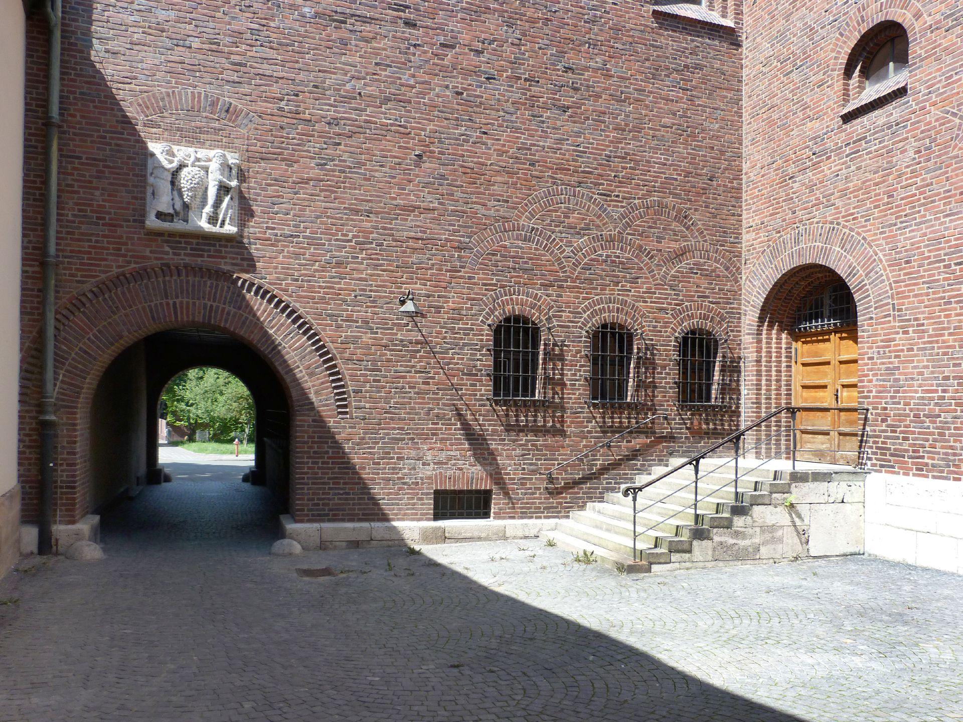 "Gustav-Adolf-Memorial-Church Gateway with inner court yard (see Philipp Kittler ""The Scouts"")"