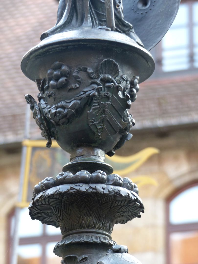 Athene-Brunnen Vasenkonsole mit Nürnberger Stadtwappen