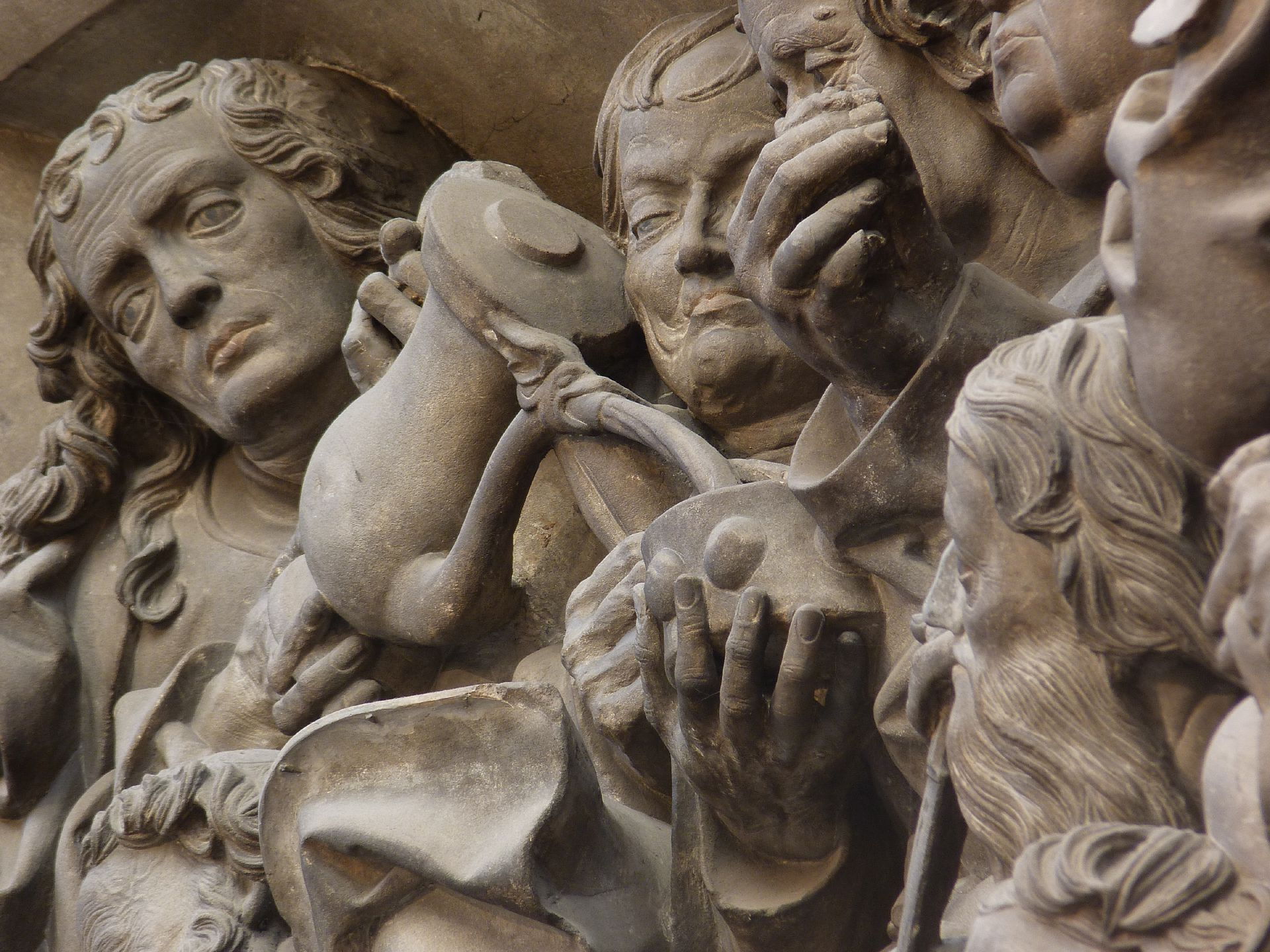 Volckamer Memorial Foundation, relief plates Last Supper, detail: Group of Apostles with wine being served