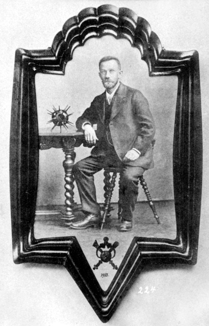 Little frame Figure from: Verzeichnis neuer von J. E. Herm. Saueracker gefertigter Kunstdrechselarbeiten von Ernst Mummenhoff