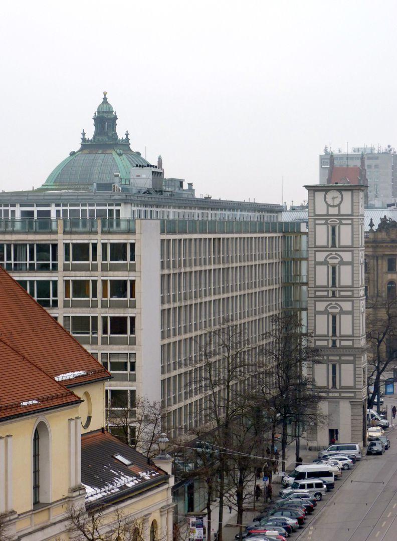 Herzog-Max-Burg, (Herzog-Max-Castle) Munich, Court Building Front alignment
