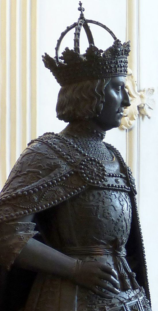 Albrecht II (Innsbruck) Diagonal view, upper half of the statue and head with imperial hoop crown