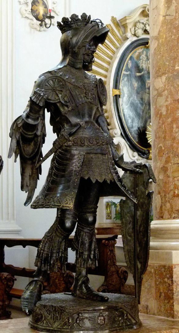 Albrecht of Habsburg (Innsbruck) Diagonal view