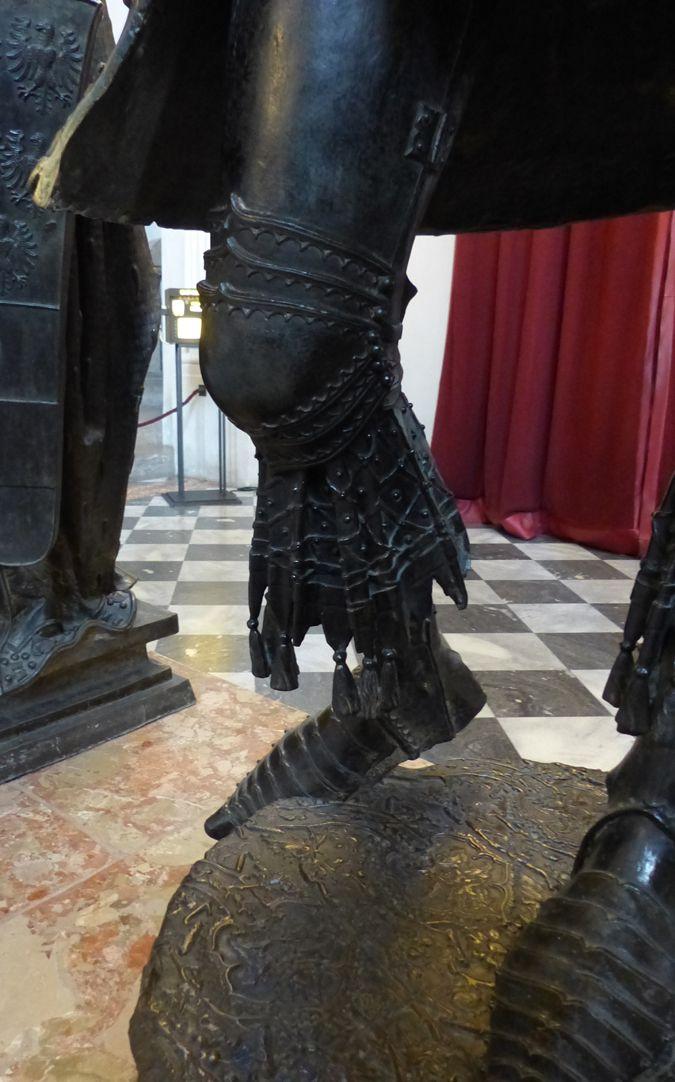 Albrecht of Habsburg (Innsbruck) Right leg