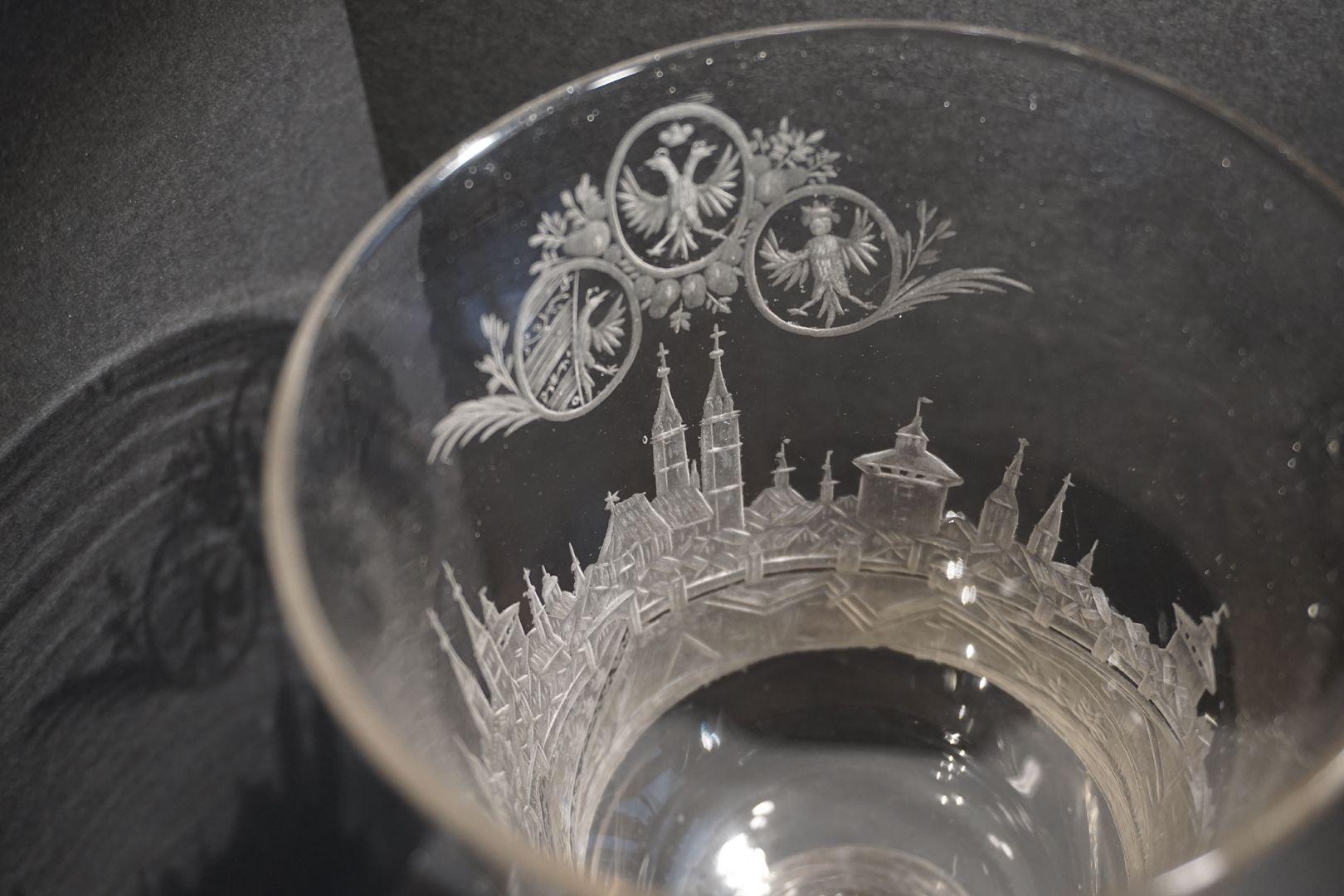 Barocker Glaspokal mit Nürnberg-Panorama Blick in die Pokalrundung