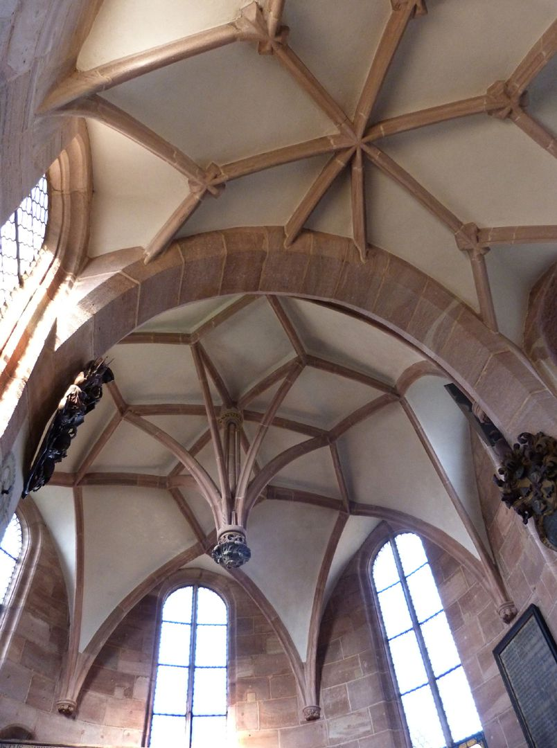 Holzschuher-Chapel Interior with choir and rotunda vaults and hanging keystone
