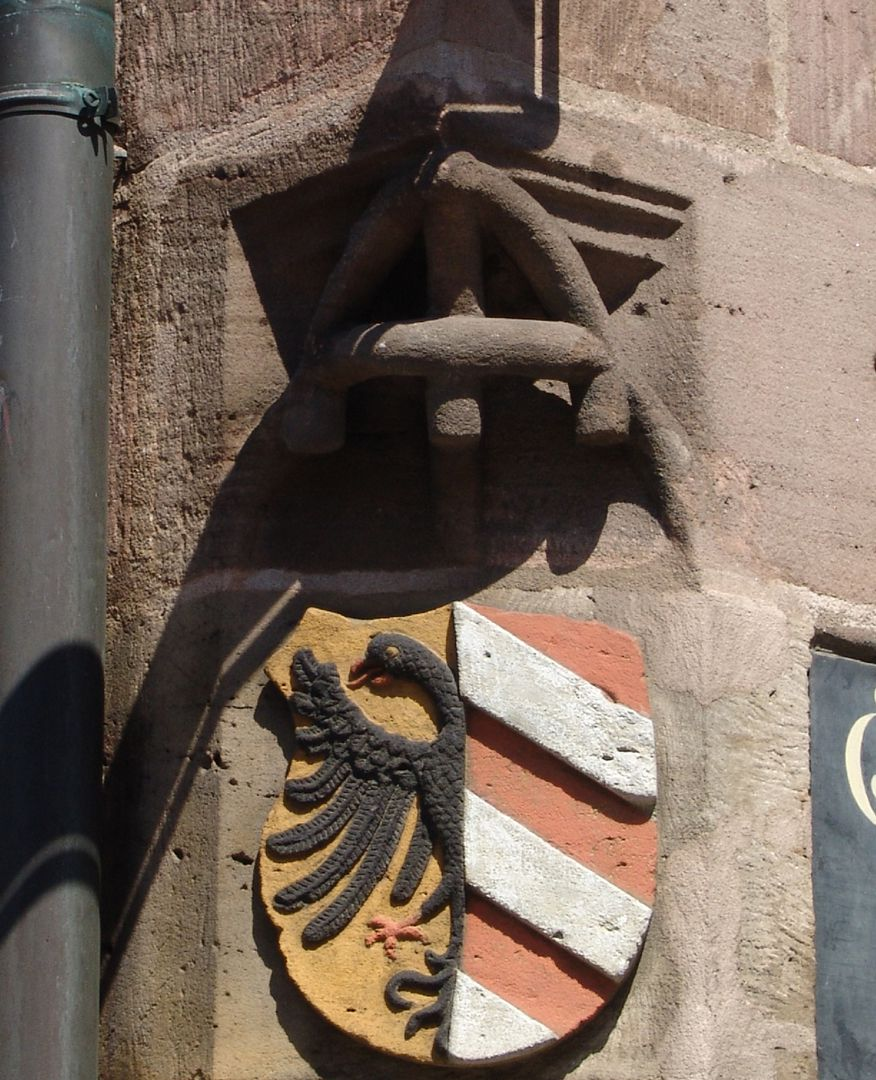 Unschlitthaus Corner with branch tracery and Nuremberg Coat of Arms