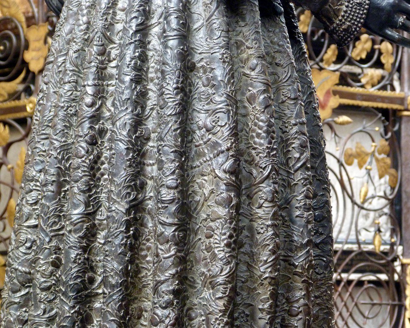Empress Bianca Maria Sforza (Innsbruck) Garment, detail, rear view