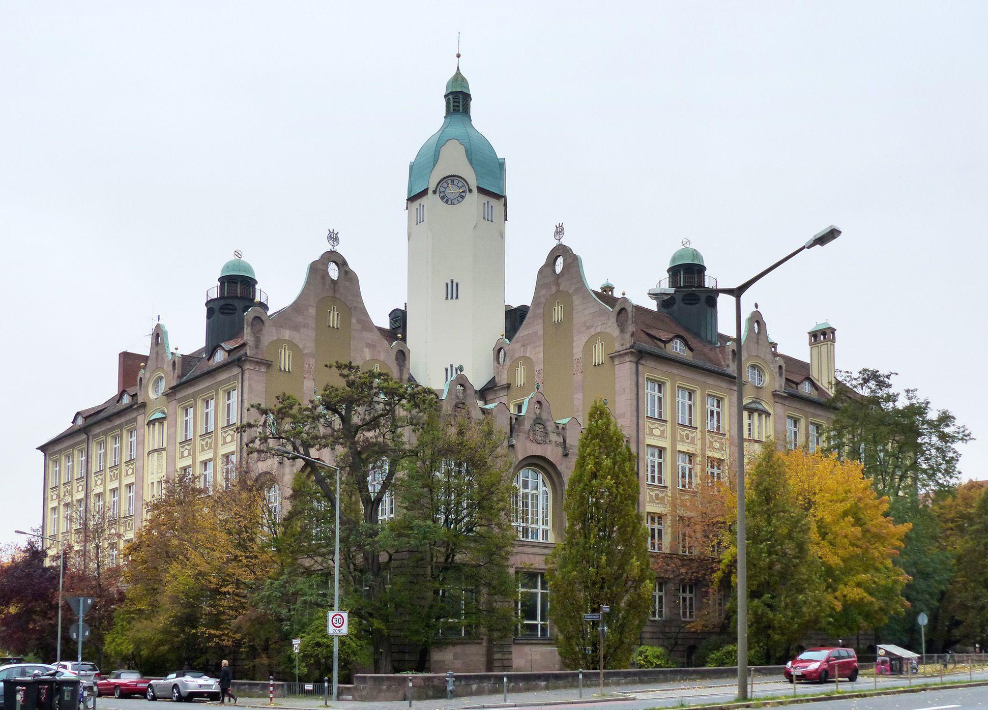 Bismarck-School Symmetrical view Fröbelstraße/ corner Welserstraße