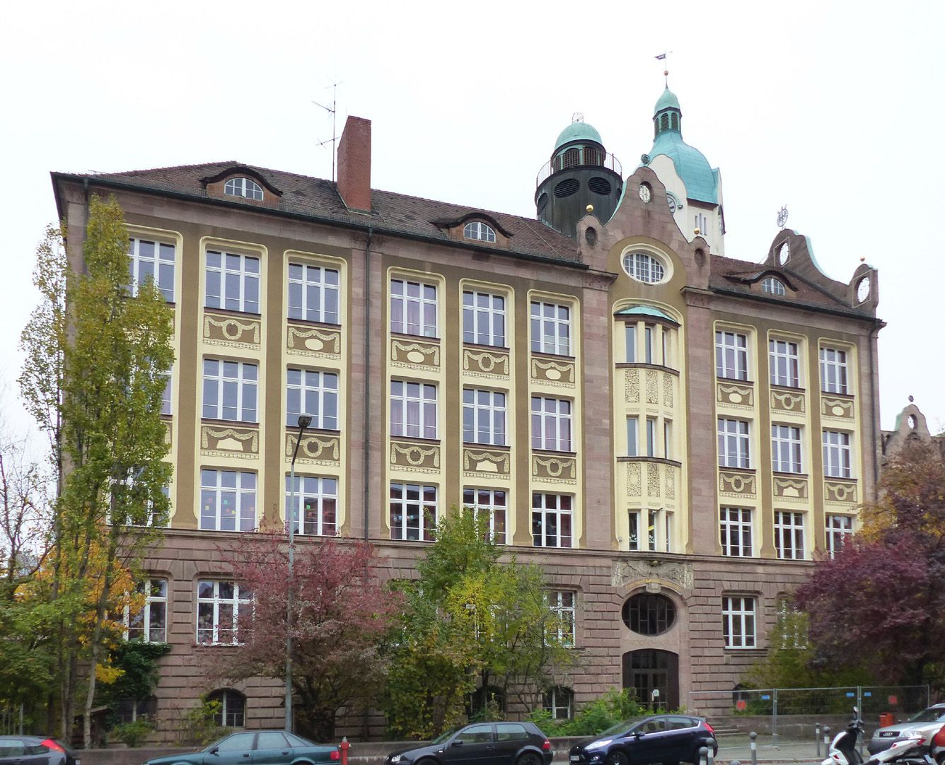 Bismarck-School Front, Fröbelstraße
