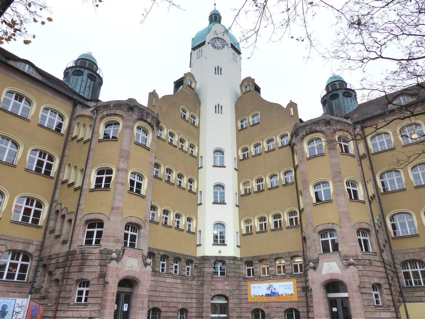 Bismarck-School Schoolyard with stairwell towers