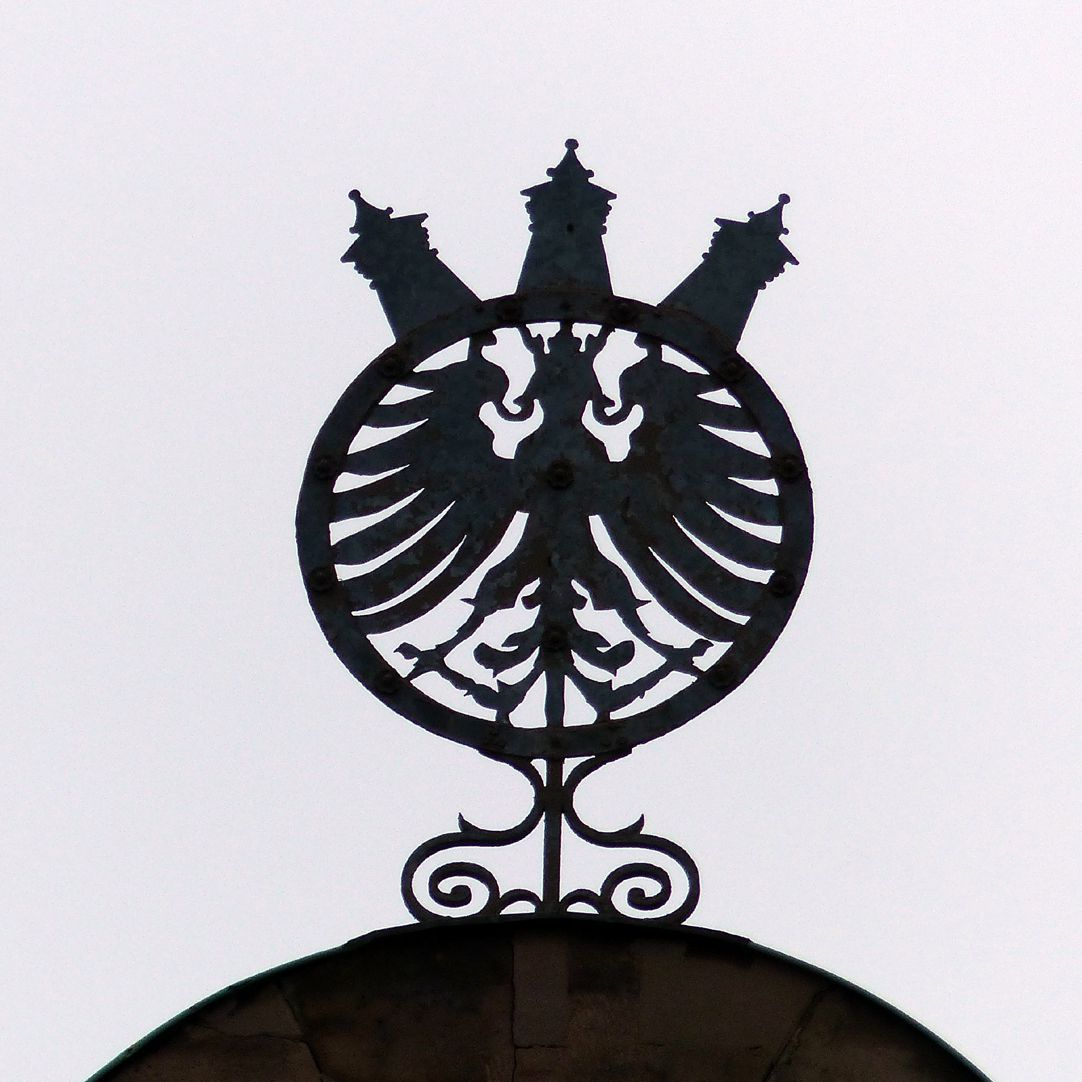 Bismarck-School Sign with the coat of arms of the City with its strong towers on the main gable