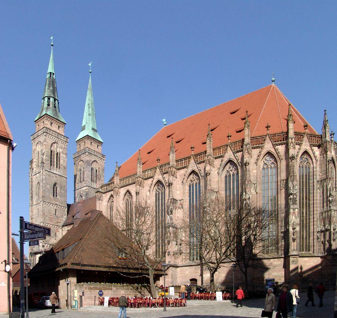 Bratwursthäusle View at the foot of St. Sebaldus Church