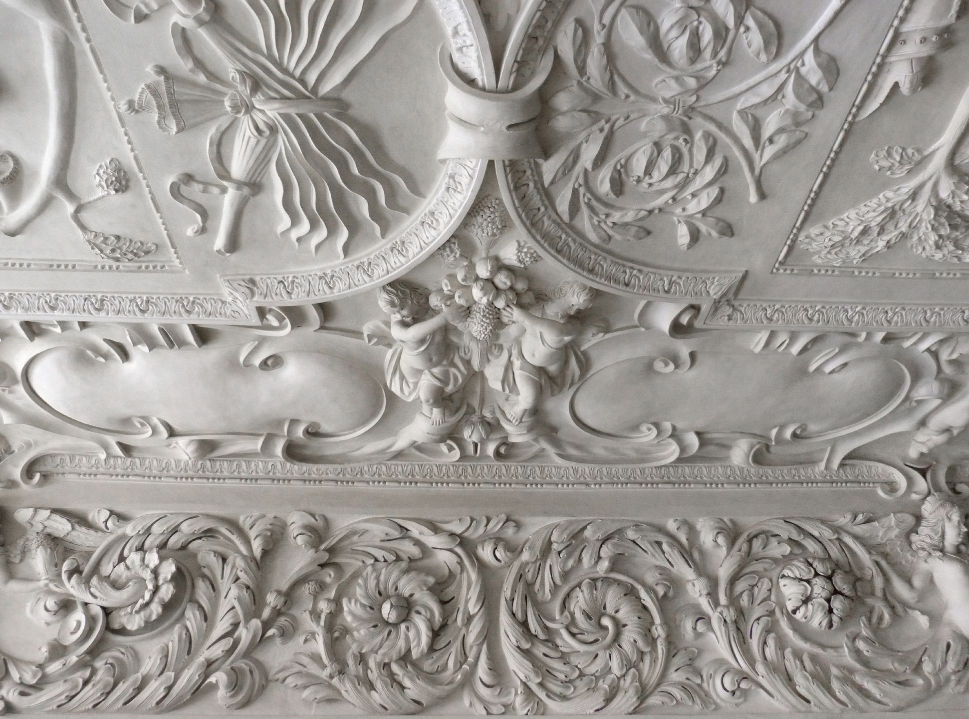 Stuccoed ceiling in the Fembo house Central southern acanthus cornice with part of the ceiling