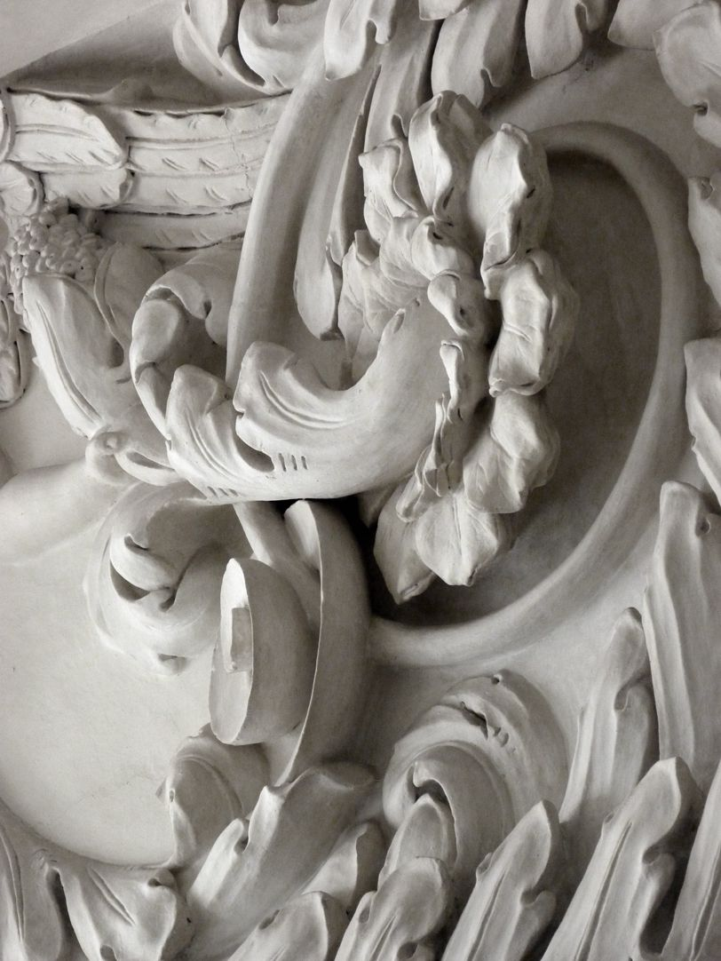 Stuccoed ceiling in the Fembo house Acanthus cornice, detail