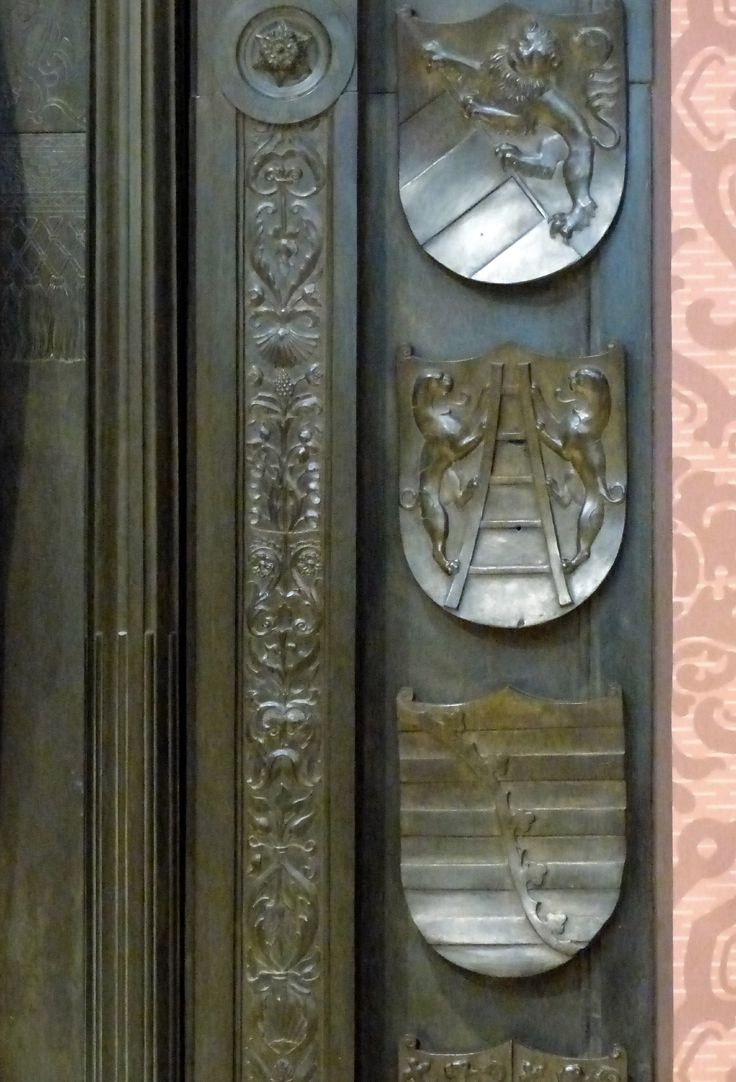 Tomb of Frederick the Wise (Wittenberg) Tomb slab, detail of the right row of coats of arms: center: Von der Laitter, below: Saxony