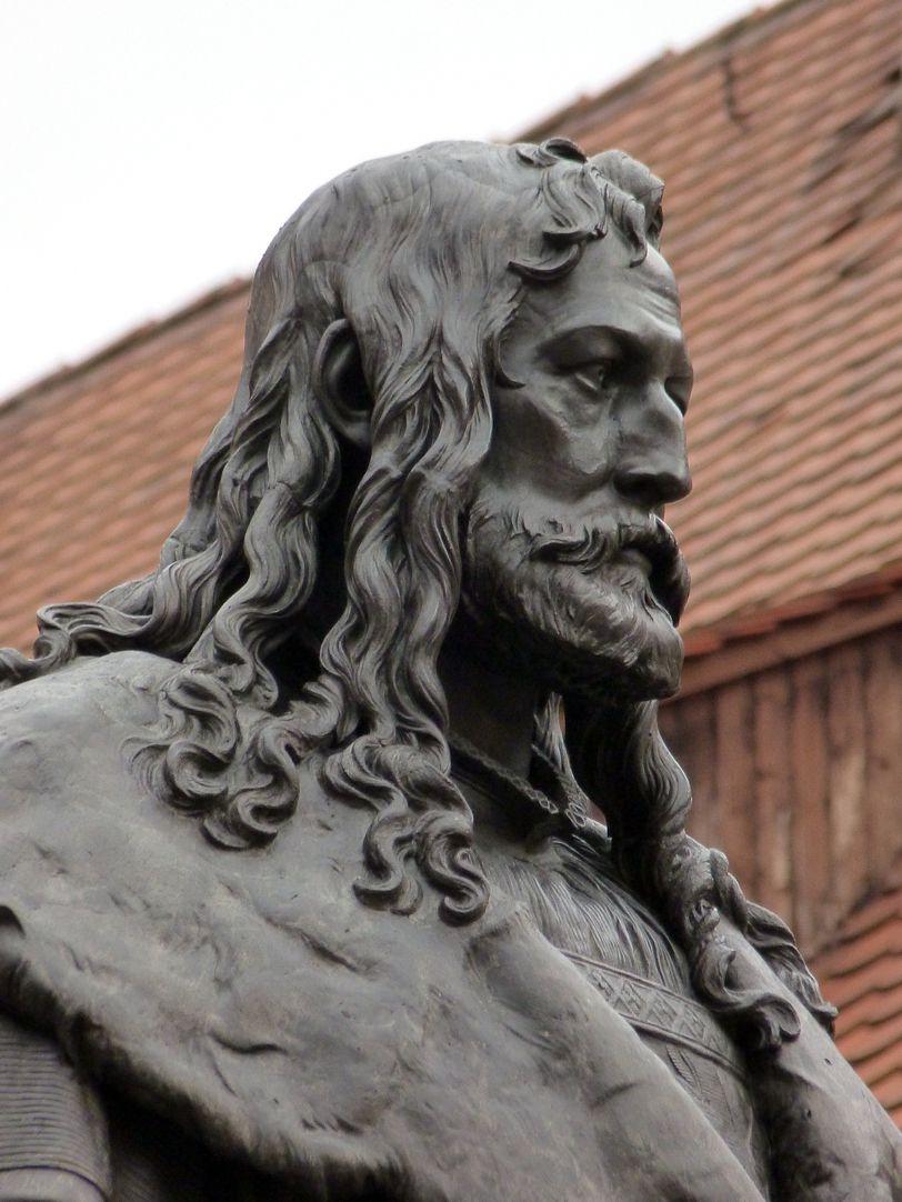Monument of Albrecht Durer Head from southwest