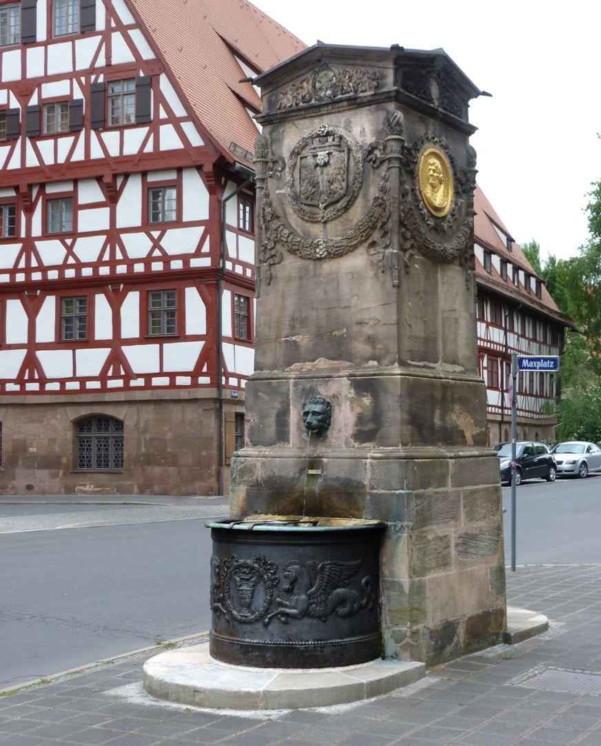 Dürer-Pirckheimer-Fountain General view from the northwest