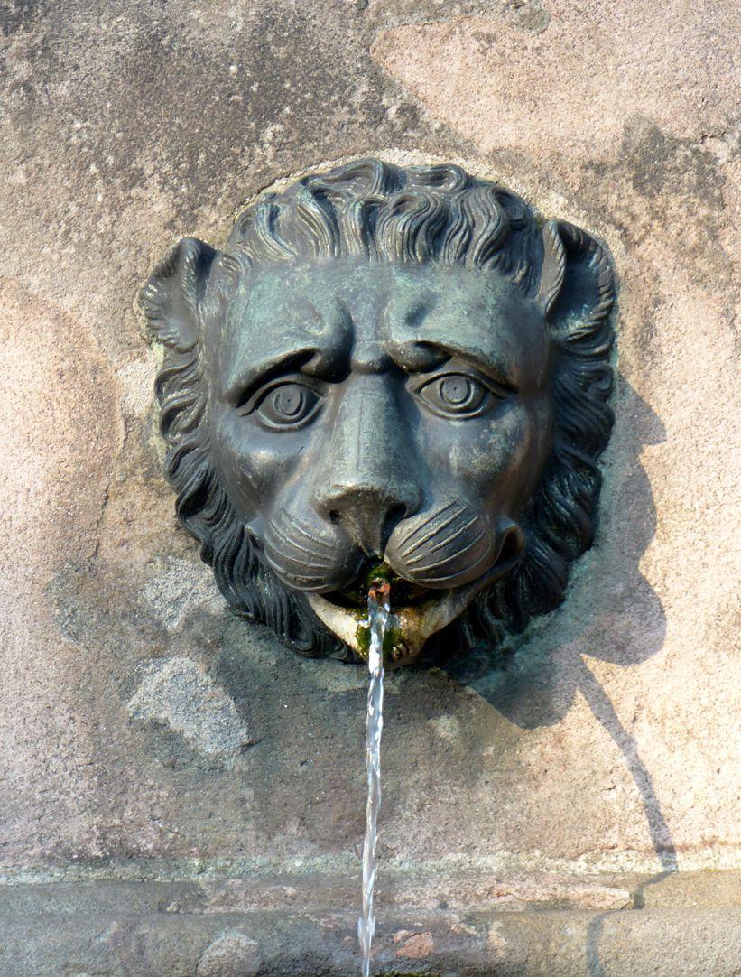 Dürer-Pirckheimer-Fountain Lion´s head, north basin