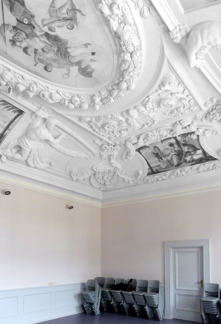 Stucco ceiling from the garden hall of the former Merkel estate View into the south west corner of the room