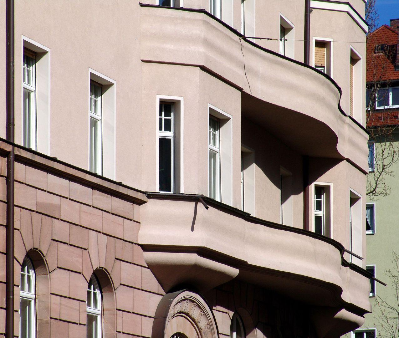 Residential house, Burgschmietstraße 12 Curved balconies