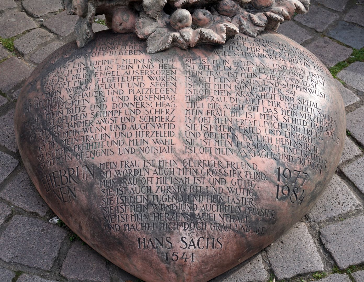 """Marriage carousel/ Hans Sachs Fountain Heart from red marble (Portugal, Estremoz), with the poem on """"the bittersweet marital life"""" by Hans Sachs"""