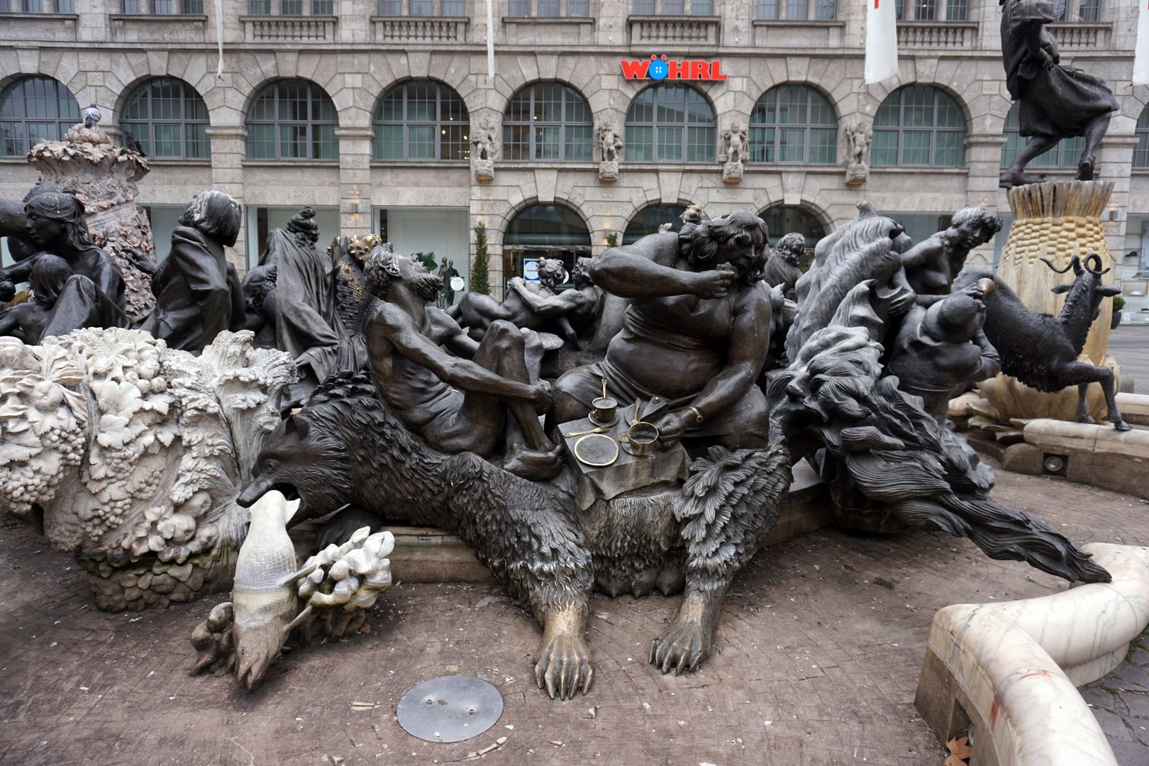 """Marriage carousel/ Hans Sachs Fountain """"Wolverine"""" / The bear eats a fish, the wife eats the husband´s piece of cake."""