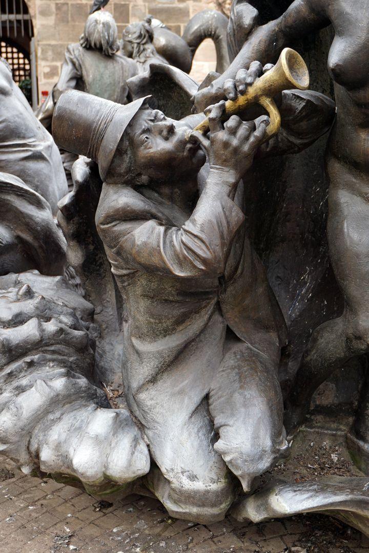 """Marriage carousel/ Hans Sachs Fountain """"Venus clam"""", detail"""