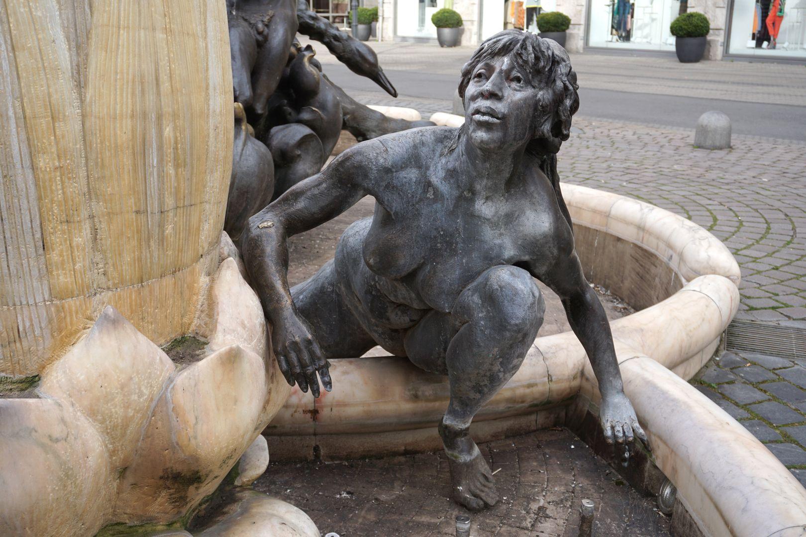 Marriage carousel/ Hans Sachs Fountain Fountain nymph