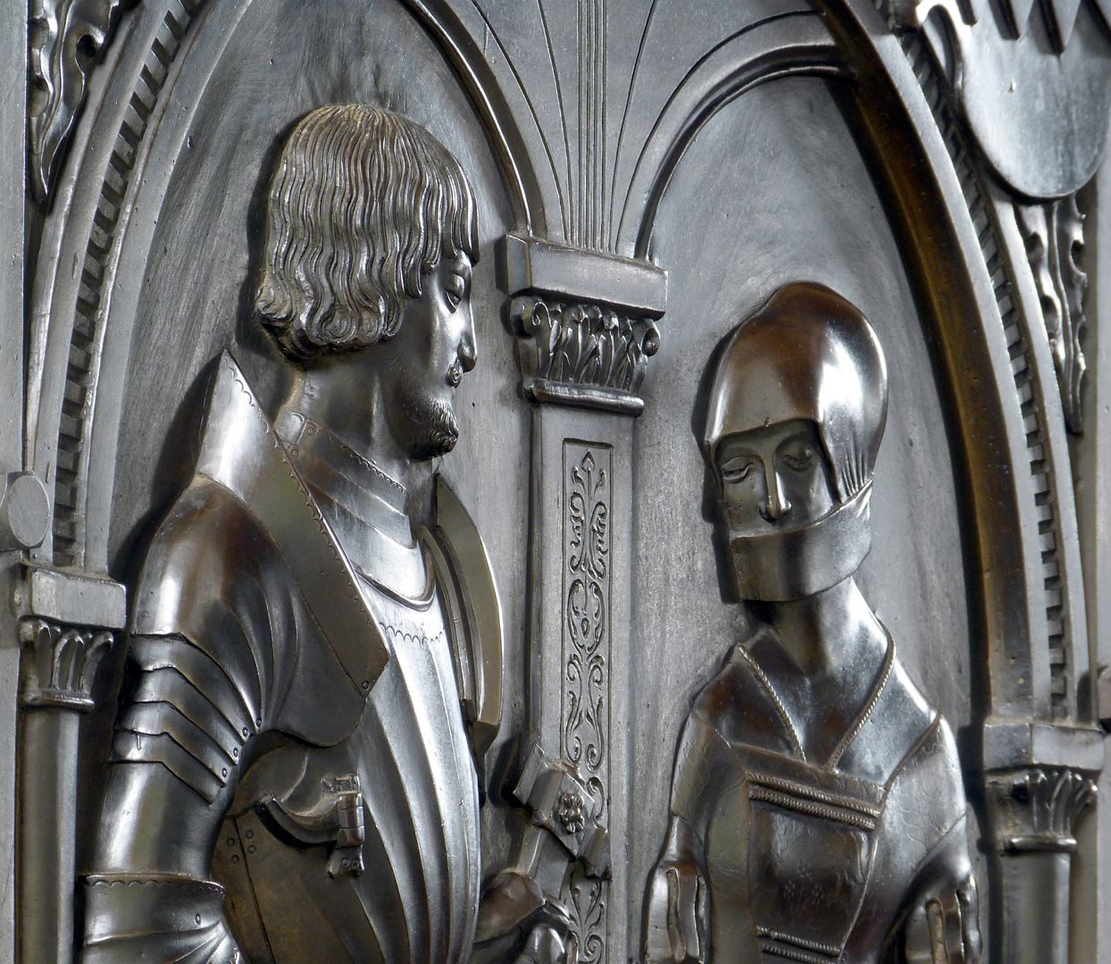 Epitaph of Walburga of Schaumberg and her consort, Sebastian Figure busts, diagonal view from the left