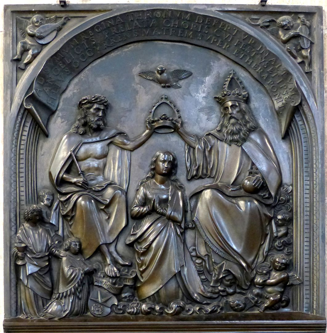 Epitaph of Provost Henning Göden (died 1521) Relief with the coronation of Mary, the provost is kneeling at the feet of Christ, behind him his name patron John Evangelist with his attribute, the cup, recommending him