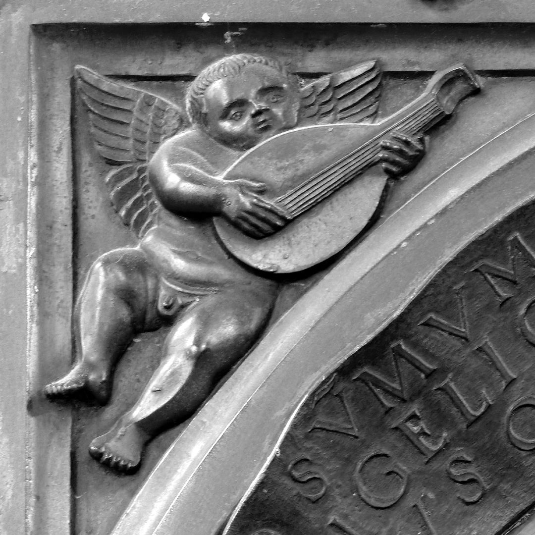 Epitaph of Provost Henning Göden (died 1521) Left pendentive with angel making music (lute)
