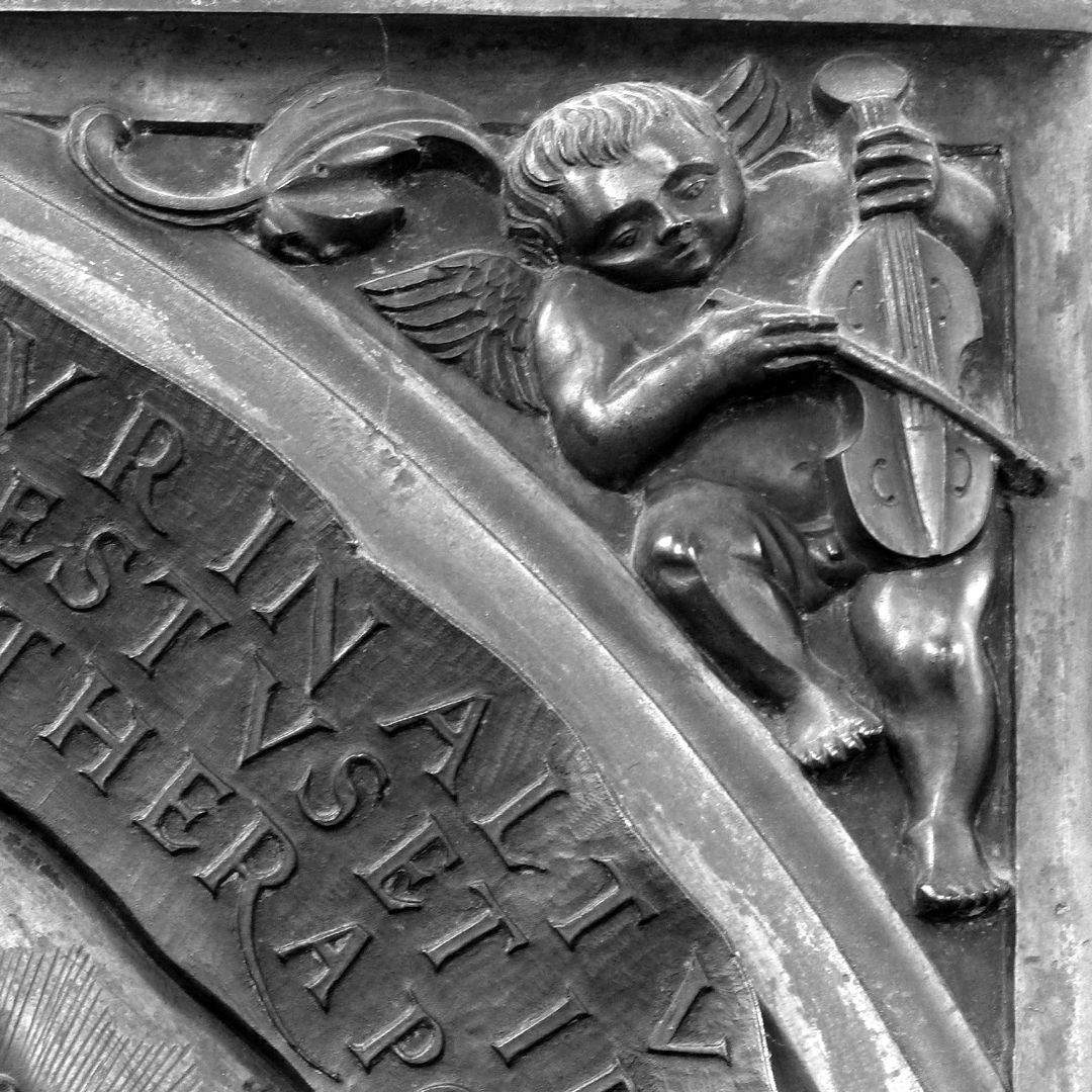 Epitaph of Provost Henning Göden (died 1521) Right pendentive with angel making music (fiddle)