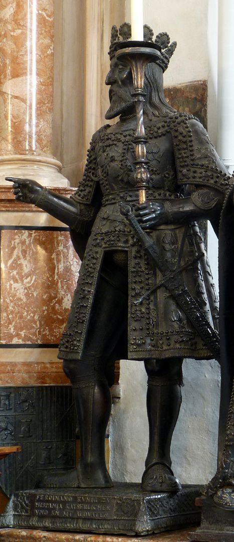 Ferdinand of Aragón (Innsbruck) Schrägansicht von vorne