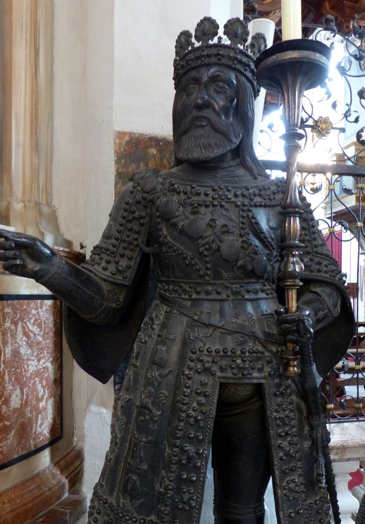 Ferdinand of Aragón (Innsbruck) Vorderansicht, Detail