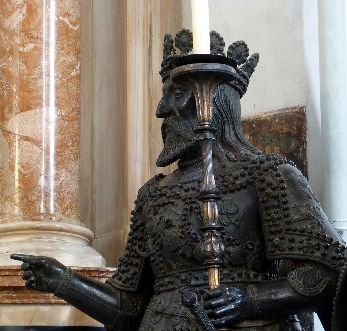 Ferdinand of Aragón (Innsbruck) Oberkörper, Schrägansicht