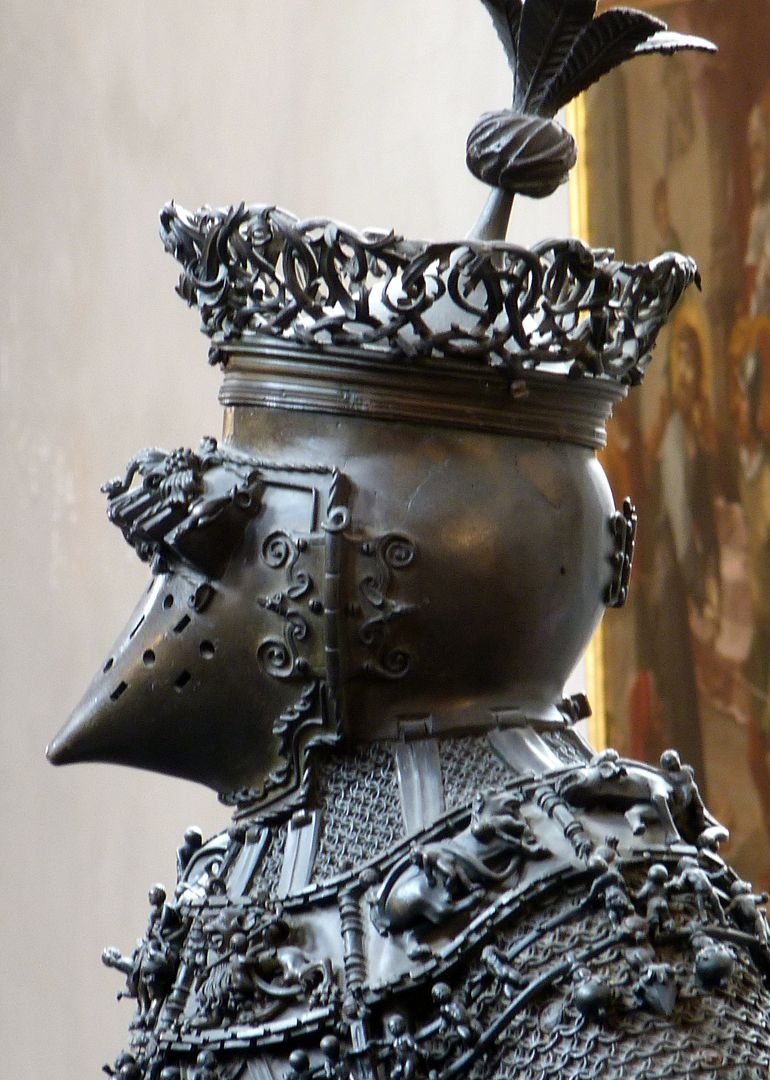 Ferdinand of Portugal (Innsbruck) Helm, linkes Profil