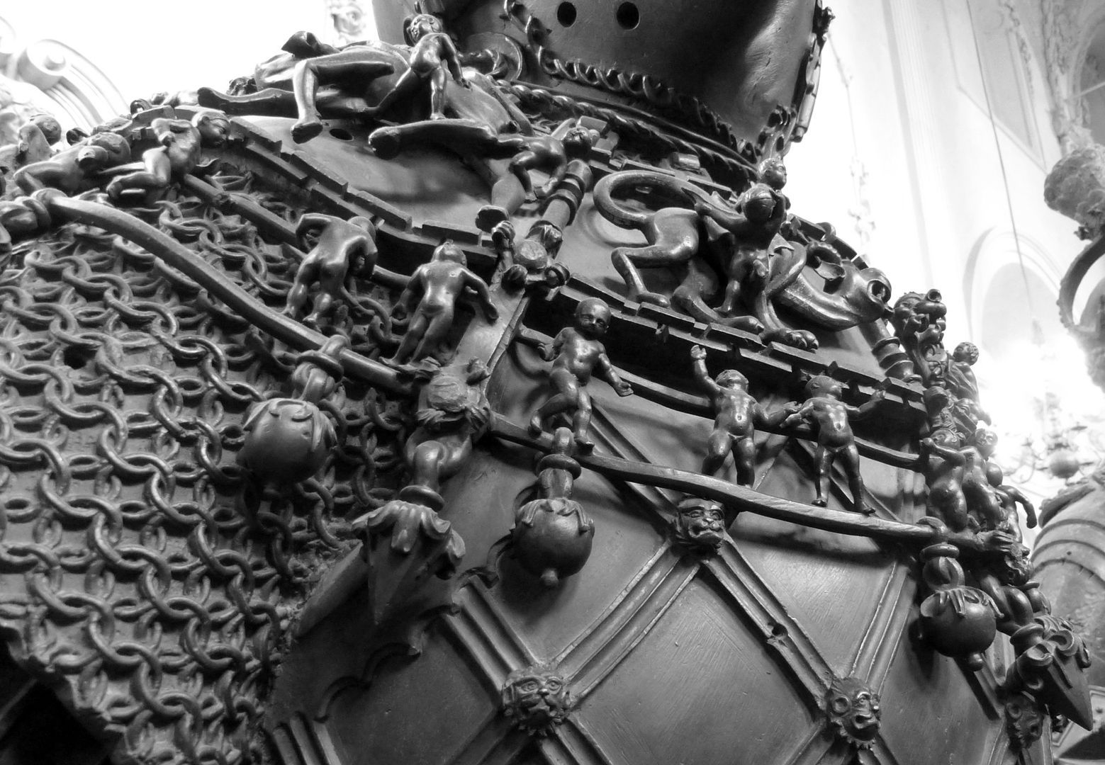 Ferdinand of Portugal (Innsbruck) Kette mit Amoretten