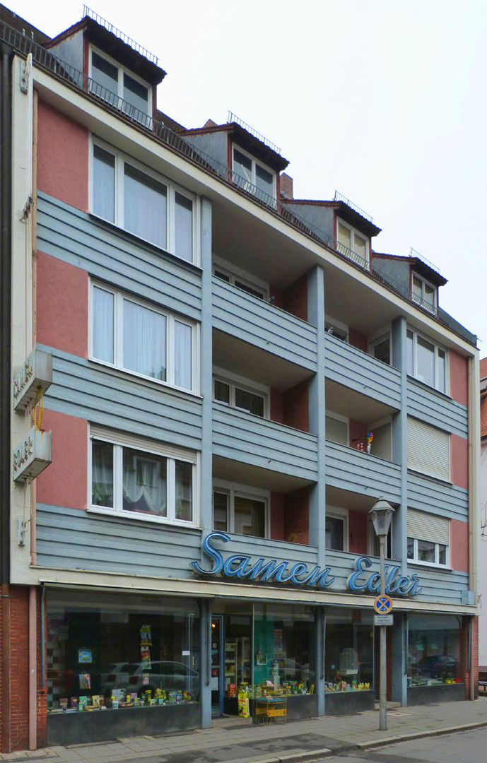 Residential and commercial buildings Oblique view, the lateral window bands correspond to the bedrooms