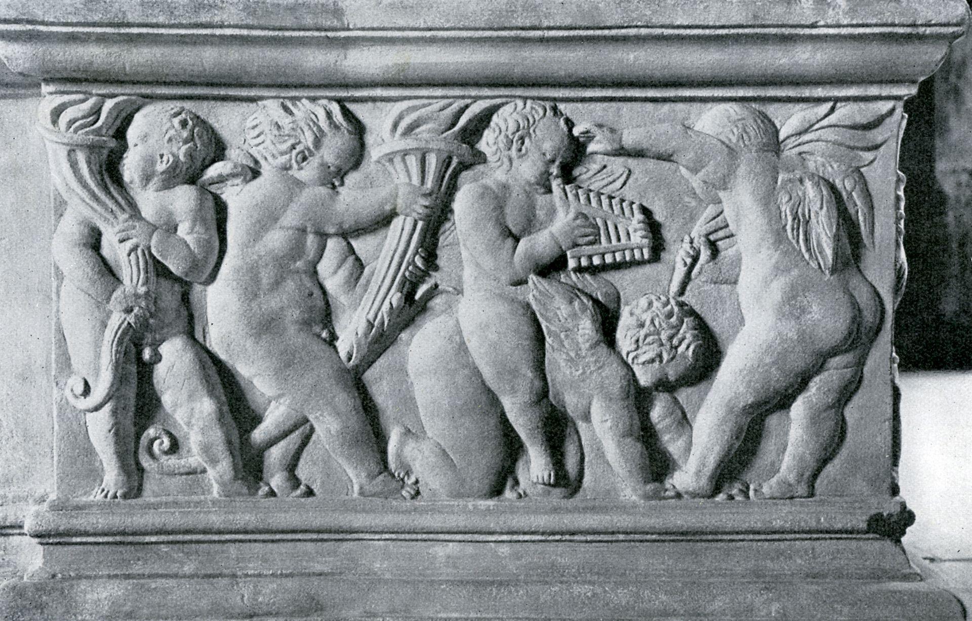 """Hirsvogelsaal Detail of the left pedestal of the so-called """"fire-place"""", putto relief, photo1922/ J. Bier: Nürnbergisch Fränkische Bildnerkunst"""