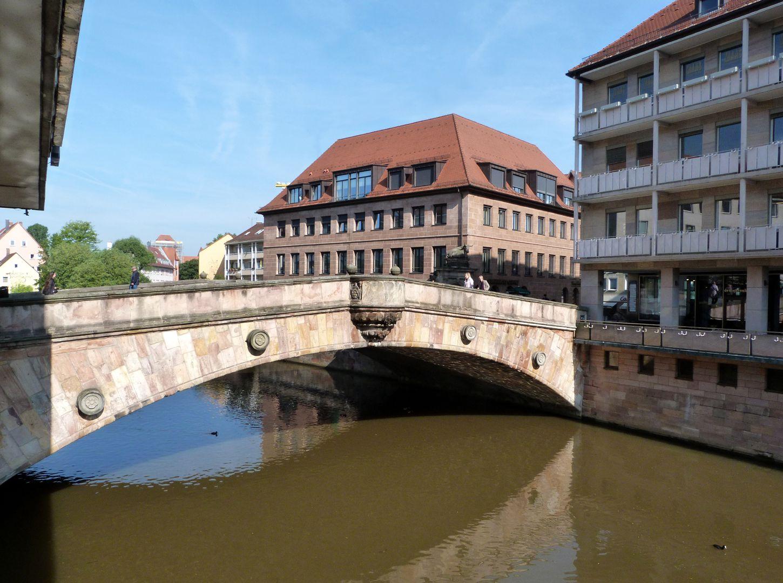 Fleischbrücke (Meat Bridge) Brückenbogen von Südost mit Fleischhaus