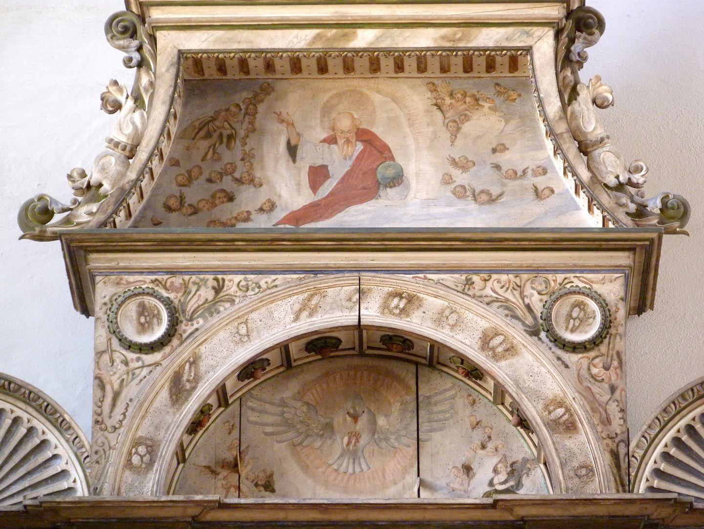 Flötner-Altar (Ansbach) Bogen- und Ädikuladetail mit Darstellung Gottes samt Engelschar