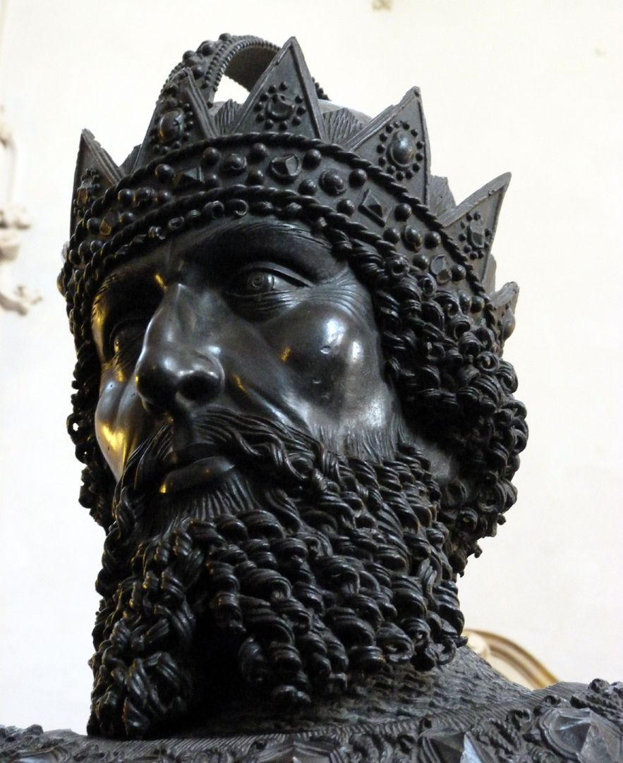 Frederick IV. of the Empty Pocket (Innsbruck) Head from below