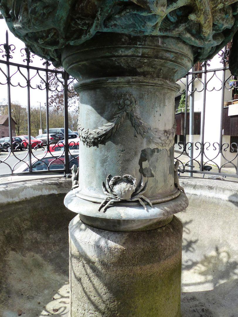 Geiersbrünnlein (Little vulture fountain) Pillar of the basin