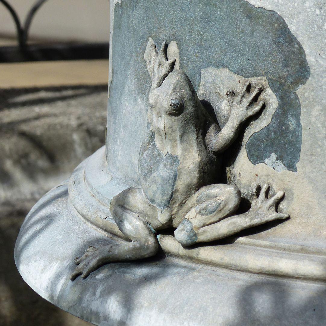 Geiersbrünnlein (Little vulture fountain) Basin pillar, frog