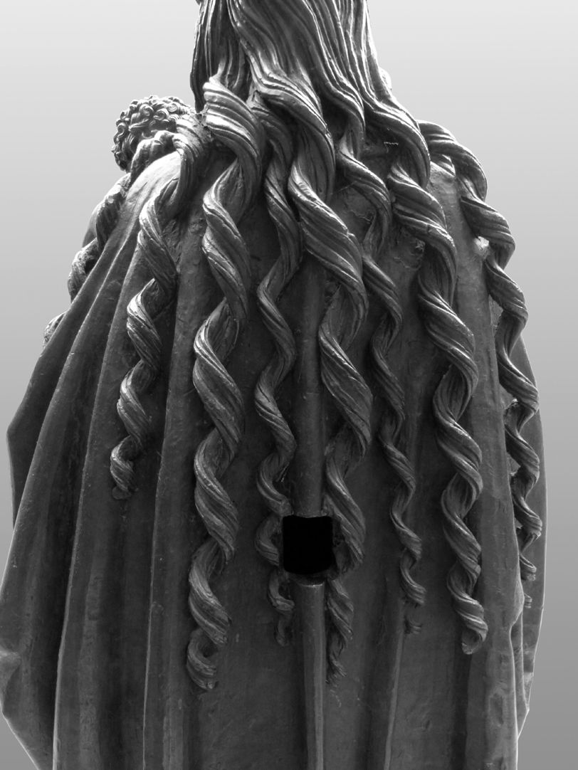 Mary with Child Spiraled strands of Mary´s hair