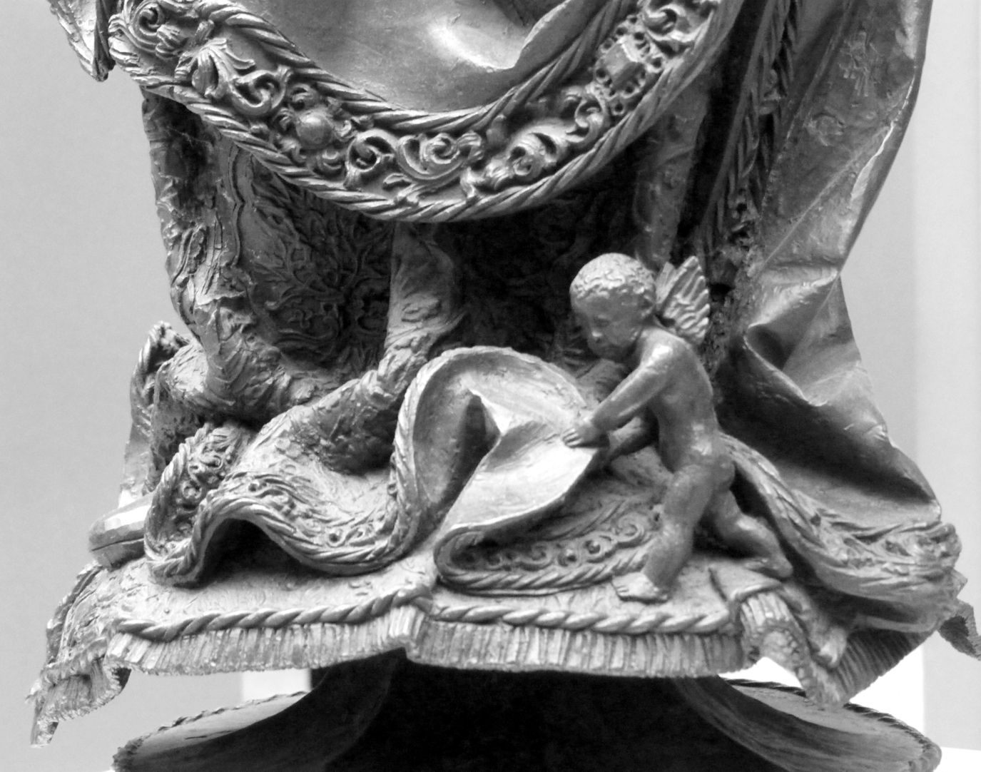 Mary with Child A little angel like the one´s in Selbald´s tomb, lifts the hem of Mary´s gown