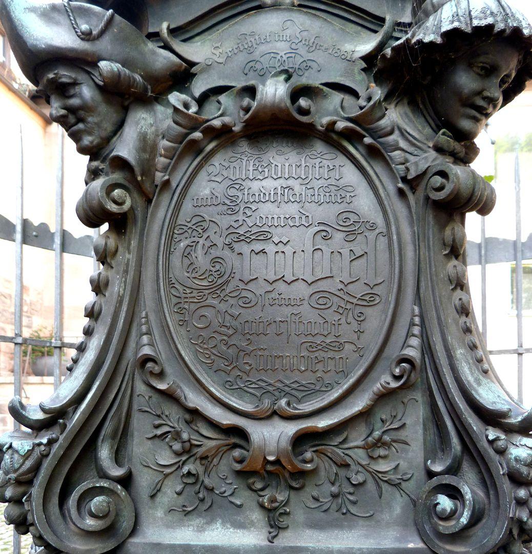 Grübelsbrunnen Postament mit Inschrift, Nordseite